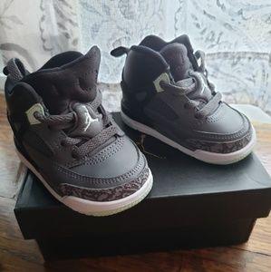 Spizike Jordan's size 4 mint, black
